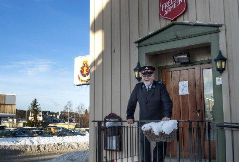 STOLT: Frelsesarmésoldat Per Magnar Holte er stolt av rausheten som blir Frelsesarmeen på Raufoss til del.Foto: Asbjørn Risbakken