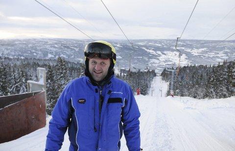 KRITISK: Vi skal klare oss her i Valdres Alpinsenter. Men Mange anlegg vil gå konkurs dersom de ikke får økonomisk hjelp, sier Harald Kulhuset. FOTO: INGVAR SKATTEBU