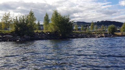 Et området på Mjøsstranda ble sperret av etter voldtektsanmeldelsen første søndag i september.