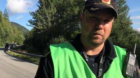 Innsatsleder Anders Bru i Øst politidistrikt ønsker ikke kommentere om det er løsnet skudd i forbindelse med at en kvinne ble funnet død ved Feiring tirsdag morgen.