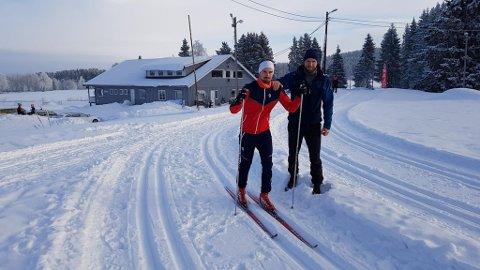 Rennleder Kristian Gaarder (t.v.) og Kjetil Skullerud, som har bestemt seg for å gå Gransmarkrunden, kan nærmest love flotte forhold i det tradisjonsrike turrennet. Foto: Privat