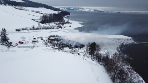 TOTALSKADET: Renseanlegget på Skreia er totalskadet. DRONEFOTO: Alexander Ranum Nilsen