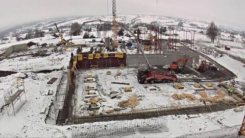 Det går raskt framover med byggingen av Labo. Vel 100 prefabrikerte baderom skal snart heises inn i bygget.
