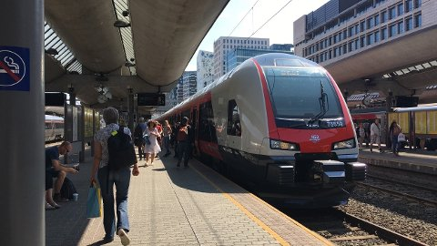 LAVERE: – Gjennom lavere billettprise for barn og ungdom vil vi bidra til at inge tidlig etablerer gode kollektive reisevaner, sier jernbanedirektør Kirsti Slotsvik.