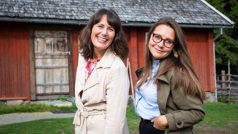 JULETEATER: Marie Beater Rise, daglig leder ved Prøysenhuset, og regissør Helena Wik, gleder seg til å sette opp «Snekker Andersen og Julenissen».