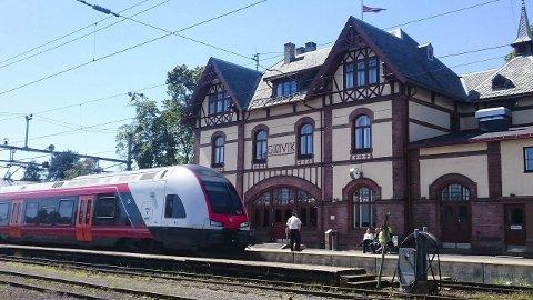 LANG TUR: Avgangen fra Gjøvik klokken halv tolv torsdag kommer til å bruke fire timer før toget ankommer Oslo, på grunn av politisk streik.