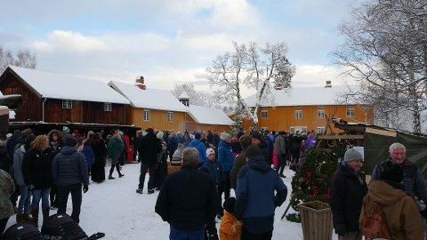 Tunet på Stenberg er en populær møteplass mellom markedsboder og bålpanner.