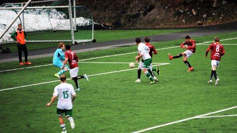 3-1: Joey Saldan bredsider inn målet som sikret Valdres FK en fortjent seier mot Vestfossen.