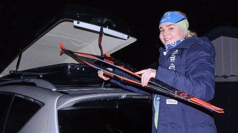 Annette Berntsen er klar til å ta fram skiene på kort varsel - om hun skulle få plass i ett av rennene på Beitostølen.