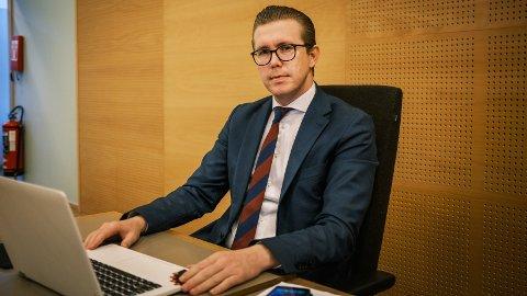Advokat Christoffer A. Falkeid fikk nesten full seier mot tre banker. De krevde 450.000 kroner av hans klient. Tingretten bestemte at han bare skal betale 25 prosent av beløpet.