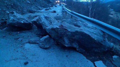 RAS: Vegen er ikke farbar. Stedet må ryddes for stein.