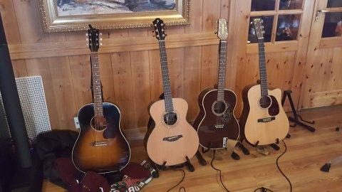 På Kaffka er det også med slagverk, bass, mandolin og piano .