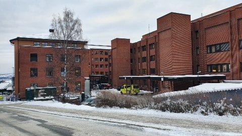 FIKK BIVIRKNINGER: Både ved ambulansetjenesten og ved kreftavdelingen på Gjøvik er det rapportert bivirkninger av koronavaksine. Over 2000 meldinger om bivirkninger er rapportert i Norge.