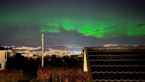 VAKKERT: Thomas Kjelsrud hadde flott utsikt til nordlyset fra huset i Sigurd Simensens veg på Kopperud.