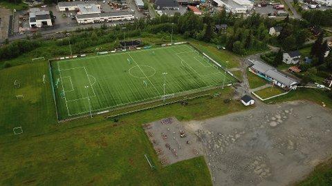 LANDINGSPLASS: Sykehuset Innlandet ber om å få bruke Vardal idrettsplass for landing av de nye redningshelikoptrene.