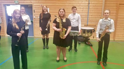 Fra venstre: Amalie Wiklund og Solveig Aschehoug Morken, Hanne Mjørlund, Marte Hoelsveen, Anton Blæsterdalen og Nanna Fremstad.