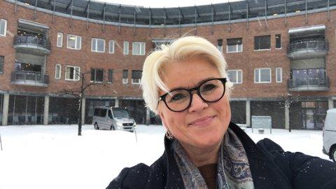 MENINGSFULL JOBB: Anne Sveen drev Skostua i Gjøvik i mange år, men var tvunget til å stenge dørene for et år siden.  Nå har hun fått seg en ny jobb som hun brenner for.