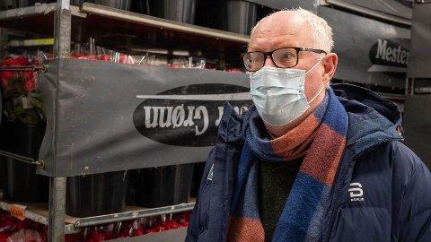 RAMMER FEIL: Erling Ølstad i Mester Grønn oppfordrer politikerne til å åpne opp for at blomsterbutikkene i hele landet kan holde åpent. Foto: Drammens Tidende