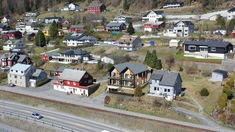 TATT NED: Opprinnelig var det tegnet en terrasseblokk med åtte leiligheter. Slik ble det godkjente prosjektet.