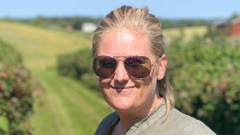 SYNES DET ER DYRT: Mari Søby synes det er dyrt for en familie å komme inn på Hunderfossen.