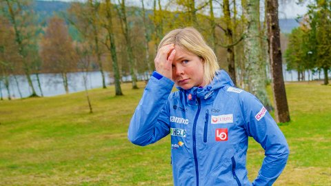 SJOKK-NYHETEN: Maren Lundby under pressekonferansen til hopplandslaget på Sognsvann i Oslo i oktober i oktober i fjor.   Nå, ett år senere, kommer sjokknyheten. Hun dropper OL for ikke å måtte slanke seg på uforsvarlig måte.