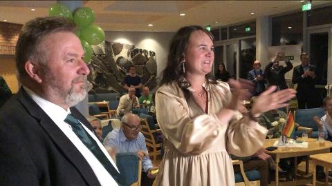 HISTORISK: Marit Knutsdatter Strand og Bengt Fasteraunet jublet for fortsatt to Sp-mandater fra Oppland.