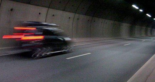 Fort: Mannen kjørte i 147 km/t da han passerte en rekke biler i venstre felt i tunnelen. Han lå også kloss bak en bil i 90 km/t.