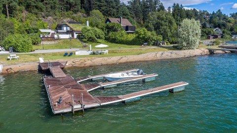 FRA HYTTE TIL HUS: Ifølge megler er det mulig å gjøre om hytta ved Bunnefjorden til helårsbolig.