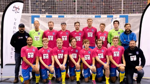 NY SEIER: Ski Futsals lag som slo Vålerenga foran velfyllte tribuner i Ski Alliansehall.