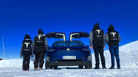 Bildet er tatt i forbindelse med iskjøring på Gol, hvor Pål Henrik Thorkildsen deltok med sin Tesla Model X.
