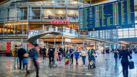 KRITISERES: Oslo luffthavn får gjennomgå for eget renhold på sine egne Facebook-sider.