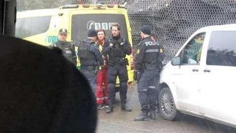 POLITIAKSJON: Det foregår en politiaksjon på Ulvøya tirsdag ettermiddag.