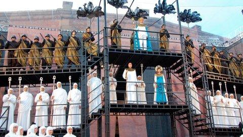 """STORSLAGEN: """"Aida"""" er sommerens operaforestilling på Oscarsborg. Den storslagne operaen ble også fremført i 2010, hvor bildet er hentet fra."""