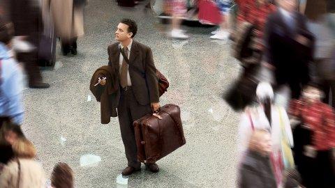 Tom Hanks spiller Viktor Navorski i filmen «The Terminal» (2004). Navorski blir boende på flyplassen i lang tid grunnet en revolusjon i hjemlandet. FOTO: MERRICK MORTON/DREAMWORKS