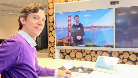 Hans Martin Enger og Viken MDGs førstekandidat, Kristoffer Robin Haug, på bedriftsbesøk hos Cisco, verdensledende på videokonferanse. MDG vil styrke næringsliv som minker klimagassutslipp og forbruk.