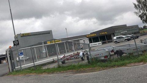 På Holstad er ni medlemmer tatt ut i streik. Butikken holder åpent som vanlig.