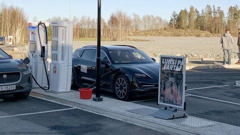 Her er den på test i Norge og fotografert i Rygge – Porsches neste elbil: Taycan Cross Turismo.