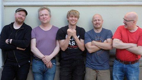 KOMMER TIL KOLBEN: Bandet Atomic består av Fredrik Ljungkvist – treblås, Magnus Broo – trompet, Håvard Wiik – piano, Ingebrikt Håker Flaten– bass, Hans Hulbœkmo – trommer.