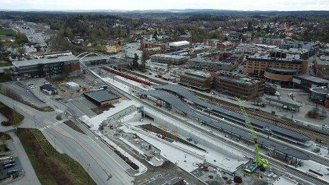 Når første tog ruller gjennom Blixtunnelen og inn på Ski stasjon i desember 2022, har Follobanen kostet skattebetalerne 35 milliarder kroner. Foto: Bane NOR/Røer Production
