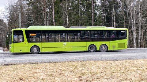 SMITTETRYKK: Viken fylkeskommune mener skolebussene øker smittefaren. Derfor settes det i verk tiltak.