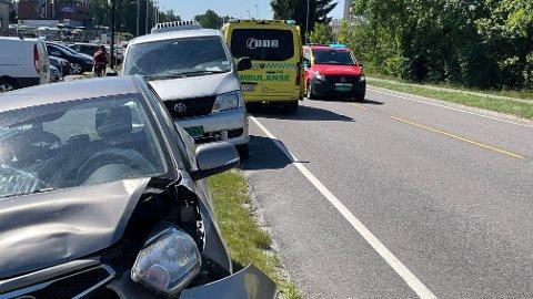 ULYKKE: Tre biler skal være involvert i en ulykke på Verpetveien i Vestby lørdag formiddag.