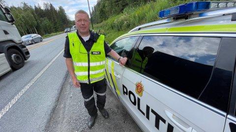 20 overtredelser: Politibetjent Jahn-Eirik Johansen og to kolleger utførte kontroll mellom Vassum og Frogntunnelen torsdag formiddag.