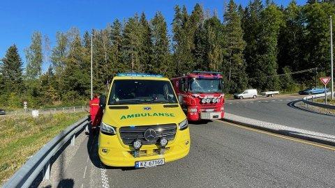 ULYKKE: Nødetatene rykket på en trafikkulykke mellom MC og bil tirsdag ettermiddag.