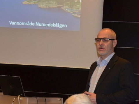 Innledet om vann: Ordfører Rune Høiseth passet på å markedsføre Larvik som en kommune der vannet blir godt tatt vare på under konferansen på Farris Bad.