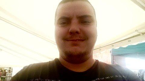 VANT: Stian Andre Antonsen mistet alt han eide i oversvømmelse av kloakkvann i leiligheten i forrige uke. Nå har han vunnet penger.