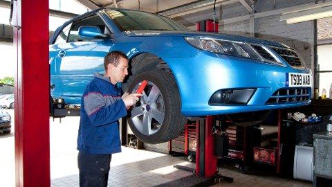 Det kan være mye penger å spare på å ta service eller reparasjoner på bilen i utlandet. Men det er også endel ting du bør tenke på i forkant.
