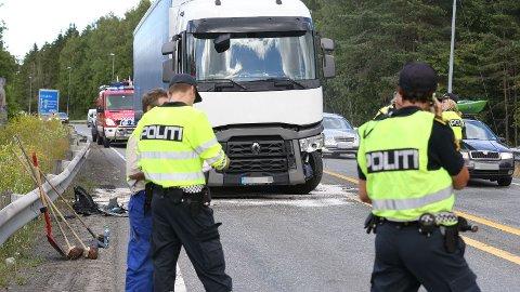 TRAFIKKUHELL: Det er lange køer etter trafikkulykken på E18 mellom Bommestad og Farriseidet.