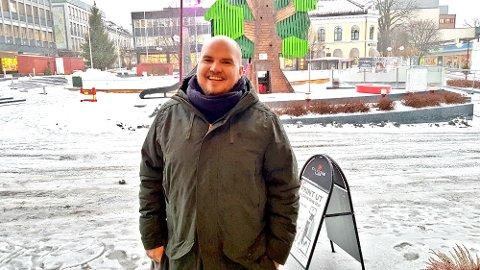 HÅRKRANS: Martin André Gustavsen har tenkt å la håret sitt vokse i et helt år, det hele skal dokumenteres på bloggen hans.
