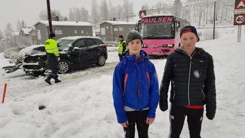 SÅ ULYKKEN:  Martin og Sindre skulle hjem fra Kvelde skole da det smalt rett bak dem.