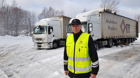 IKKE FORNØYD: Flere av de utenlandske vogntogene fikk gebyr for å ha kjørt med for dårlig dekk.